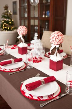 Christmas Table Ideas Using Red and White: A beautiful holiday table doesn't have to be expensive. These adorable striped place mats were made from cake circles and ribbon. Check out this easy tutorial.
