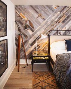 parquet point de Hongrie nuances diverses idée chambre coucher mur revêtu bois #interiors #design
