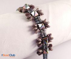 Dragonfly Bracelet- This delicate bracelet is made using 6mm Czech Pyramid beads, SuperUnos and seed beads
