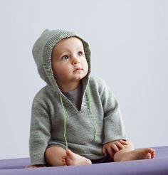 gebreid truitje met capuchon voor de baby