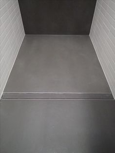 """Walk-in shower with room width linear drainage. Material: • GIGACER """"Concrete"""" in colour smoke, large size format 120x120cm, cut to 95x120cm. • KESSEL linear drainage """"Linearis Compact"""", 95cm wide."""