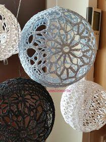 Anneliinin Aarteet : helmikuuta 2016 Quilted Christmas Ornaments, Crochet Christmas Ornaments, Christmas Crafts For Gifts, Crochet Ball, Crochet Home, Thread Crochet, Doily Patterns, Crochet Patterns, Dreamcatcher Crochet