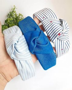 Turban Headband Tutorial, Fabric Bow Headband, Turban Headbands, Fabric Bows, Bandana Girl, Knitted Headband Free Pattern, Baby Bonnet Pattern, Lace Dress Styles, Hair Hoops