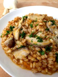 We are writing this post while beautiful February snow piles up on our warehouse windowsill. Just like risotto, farrotto is a perfect wintertime dish. Pasta, I Love Food, Good Food, Confort Food, Easy Japanese Recipes, Vegetarian Recipes, Healthy Recipes, Italy Food, Food Club