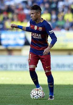 Neymar JR of Barcelona runs with the ball during the La Liga match between Villarreal CF and FC Barcelona at El Madrigal on March 20, 2016 in Villarreal