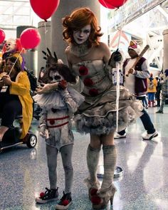 Female Pennywise and babywise/Georgie from the SDCC a few months ago #itmovie2017 @itmovie2017 #pennywise #stephenking #itmovie