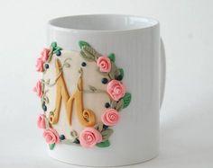 polymer clay mug decor Polymer Clay Christmas, Cute Polymer Clay, Cute Clay, Polymer Clay Miniatures, Fimo Clay, Polymer Clay Projects, Polymer Clay Charms, Polymer Clay Creations, Clay Crafts