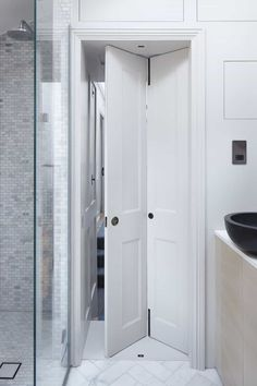 Lambeth Marsh House: A Two-Story Listed House with Sensitive Contemporary Design and Historic Details Bathroom Doors, Bathroom Interior, Modern Bathroom, Folding Bathroom Door, Bad Inspiration, Bathroom Inspiration, Door Design, House Design, Small Bathroom Layout