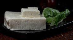 Gluteeniton feta-kasvispiirakka #gluteeniton #leivonta #resepti Feta, Dairy, Cheese, Dishes, Tablewares, Flatware, Tableware, Cutlery, Plates