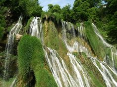 Si vous voulez connaitre les meilleurs plans vacances en Savoie l'été : appelez  Vertes Sensations ! Tous ce qu'ils proposent est top : canoé sur le Rhône, lac d'aiguebelette, cascade de Glandieu (photo) ! Préparez votre été en Savoie avec Vertes Sensations !