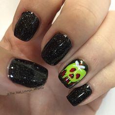Instagram media the_nail_lounge_miramar halloween #nail #nails #nailart