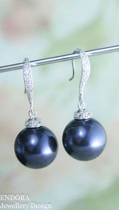 Midnight blue pearl earrings | 12mm pearl earrings | navy blue wedding | navy blue bridesmaid earrings | swarovski night blue | www.endorajewellery.etsy.com