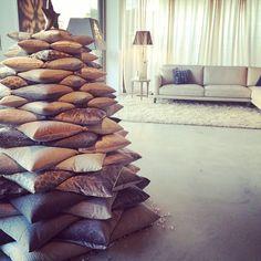 Albero di Natale con cuscini di velluto BertO #christmastree #pillows