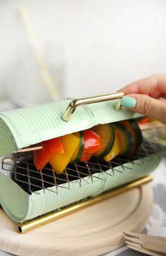 Mini-Grill aus Konserven selbstgemacht: Kreative DIY Upcycling Idee, um aus alten Konserven einen Grill selber zu basteln
