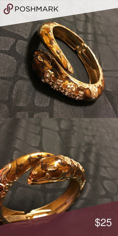 Snake Bracelet Preowned - but in perfect condition! Great piece to wear and complete an outfit with. Pictures don't do it justice. Jewelry Bracelets