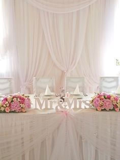 wystrój sali weselnej w kolorystyce pastelowej. Kolory przewodnie to biel i pudrowy róż Rustic Wedding Backdrops, Simple Wedding Decorations, Rustic Wedding Flowers, Bridal Table, Wedding Table, Aqua Wedding, Dream Wedding, Happy Wedding Day, Decoration Table