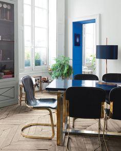 encadrement de porte bleu (Appartement de Jean-Christophe Aumas)