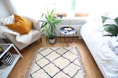 The beautiful Beni Ouarain-rug at Iida Oikarinen's home. She loved the Moroccoan vibe the rug gave to her livingroom: http://iidaoikarinen.bellablogit.fi/2016/08/30/morocco-in-my-home/