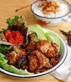 Ayam Goreng Kremes (Indonesian Fried Chicken with Crunchy Flakes). A Javanese Food Dutch Recipes, Asian Recipes, Cooking Recipes, Ethnic Recipes, Entree Recipes, Chinese Recipes, Malaysian Cuisine, Malaysian Food, Malaysian Recipes