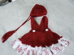 Conjunto confeccionado em trico e croche em fio antialérgico <br>Detalhes Bordado inglês <br>Cor vermelho <br>Tamanhos RN/1a3/3a6 meses