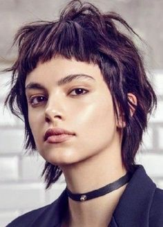 short, choppy hair with bangs. a modern mullet variation. Hair Inspo, Hair Inspiration, Short Hair Cuts, Short Hair Styles, Short Choppy Hair, Modern Mullet, Short Mullet, Pelo Retro, Mullet Hairstyle