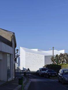 Cultural Building «Cour et Jardin». Vertou