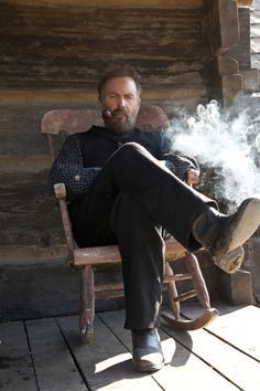 Kevin Costner in the Hatfields and McCoys. Thank you history channel for this mini series Kevin Costner, Charles Trenet, Hatfields And Mccoys, The Mccoys, Modern Hepburn, Style Masculin, Into The West, Pipes And Cigars, Up In Smoke