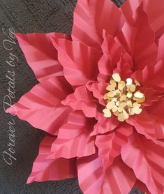 Forever Petals by Vee by ForeverPetalsbyVee Poinsettia Flower, Christmas Flowers, Easy Christmas Crafts, Simple Christmas, Giant Paper Flowers, Paper Roses, Diy Flowers, Arts And Crafts, Diy Crafts
