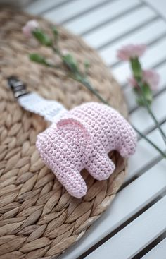 Crochet Elephant Amigurumi Free Pattern with Video Diy Crochet And Knitting, Crochet Gifts, Crochet Toys, Free Crochet, Crochet Baby Mobiles, Knitting Patterns, Crochet Patterns, Crochet Elephant, Crochet Butterfly