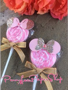Gold Pink Minnie Mouse Swirl Pop Party Favor By Pennyloupapershop Minnie Mouse Party, Minni Mouse Cake, Minnie Mouse Birthday Theme, Minnie Mouse Decorations, Minnie Mouse Baby Shower, Minnie Mouse Pink, Mickey Party, Mouse Parties, 1st Birthday Parties