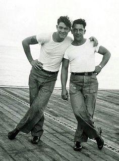 vintage photo--LOVE those dungarees! Vintage Sailor, Vintage Love, Vintage Men, Photos Originales, Vintage Couples, Gay Couple, Couple Portraits, Man Photo, Vintage Pictures