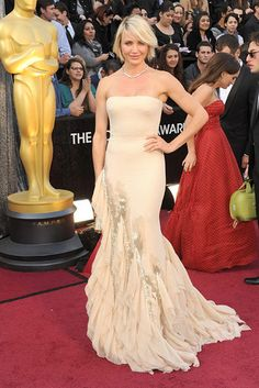My favourite look! Penelope Cruz had my favourite diamonds! Cameron Diaz in Gucci #oscars