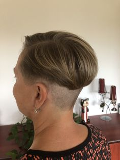 Unisex Haircuts, Girls Short Haircuts, Short Bob Hairstyles, Short Girls, Cool Hairstyles, Short Hair Cuts, Short Hair Styles, Aline Bob, Buzzed Hair