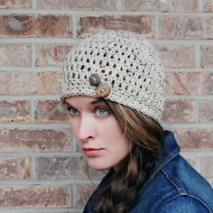 Go grab this FREE crochet hat pattern. Featured in oatmeal tweed and finished with coconut shell buttons