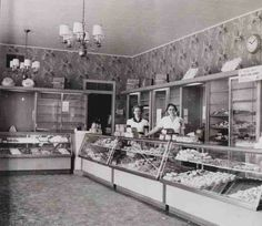 Hough Southgate, 1955 // I remember Hough Bakery // Founded 1903 and the remaining stores closed abruptly in Check out Archie's Lakeshore Bakery at 14906 Lakeshore has all the recipes because he was head baker in the catering department / Pat Schwab Cleveland Rocks, Cleveland Ohio, The Last Summer, Best Location, The Good Old Days, Childhood Memories, Childhood Friends, Sweet Memories, Bakery
