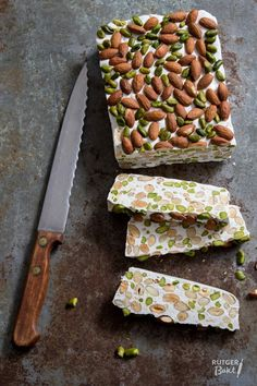 Nougat met amandel en pistache – recept / Nougat with almond and pistache - recipe Candy Recipes, Sweet Recipes, Baking Recipes, Healthy Recipes, Caramel Bonbons, Cooking Bread, Diy Food, I Love Food, Soul Food