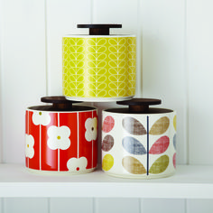 These ceramic jars with Orla Kiely prints will compliment any stylish kitchen, whether retro or contemporary. Kitchen Jars, Diy Kitchen Decor, Kitchen Tiles, Kitchen Stuff, Design Kitchen, Orla Kiely, Kitsch, Ceramic Jars, Retro Home Decor