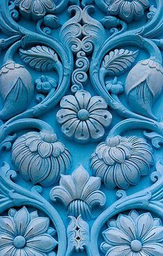 cores / Turquoise Blue Door with Delicately Carved Floral Motif Le Grand Bleu, Azul Indigo, Color Turquesa, Himmelblau, Cerulean, Blue Aesthetic, Something Blue, Textures Patterns, Floral Patterns