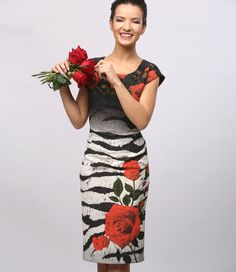 Rochie+din+brocart+elastic+cu+motive+florale