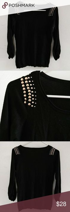 EXPRESS-sweater 💖NEW📍 💖No tags  💖In excellent condition 💖80℅RAYON 💖17℅NYLON 💖3℅SPANDEX 💙Hand wash only Beautiful black color short sleeves with a detailed on them on the shoulders has this gold stud detail going on that's perfect for a day or night out Express Sweaters Crew & Scoop Necks