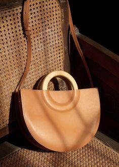 Sezanne bag in honey Boutique Interior, Leather Books, Leather Bag, Types Of Handbags, Women's Handbags, Cuir Orange, Photography Bags, Minimalist Bag, Beautiful Handbags