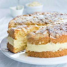 A German Classic: Bee Sting Cake. Very easy and delicious!