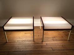 Rare paire de tables basses éclairantes en acajou et perspex Louis Baillon, Edition Planforms France, c. 1950 L : 60 cm ; H : 38 cm ; P : 60 cm Prix sur demande