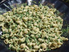 Spinaziepasta: makkelijk, snel en lekker. Alfredo Sauce Recipe Easy, Keto Recipes, Snack Recipes, Happy Foods, Camping Meals, Camping Recipes, Recipes For Beginners, Budget Meals, Weight Watchers Meals