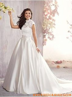 Robe de mariée princesse satin avec boléro dentelle