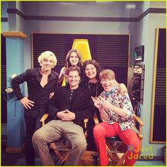 """Moffett directed the episode of """"Austin & Ally"""" that was taped on Friday (March The """"Switched at Birth"""" star - who is Vanessa Marano's Disney Channel Shows, Disney Shows, Leo Howard, Raini Rodriguez, Casting Pics, Laura Marano, Austin And Ally, Ross Lynch, Celebrity Dads"""