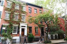 : Greenwich (pronounced Gren-itch) Village is one of my all time favorite neighborhoods in Manhattan. From the Picturesque streets to the fantastic restaurants I truly wish I could live in the village. Maybe one day all of my Friends dreams…