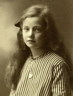 +~+~ Antique Photograph ~+~+  Lovely portrait of a young girl in Sweden c. 1905.