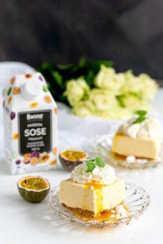 Bonnen upea Passionsose on täällä. Nyt voit leipoa ihanat raikkaat herkut ja maustaa keväisen keltaiset juomat trendikkäällä passionhedelmällä. Tämä valloittava leivonnainen valmistuu helposti. Leikkaa annospaloiksi ja nosta tarjolle.