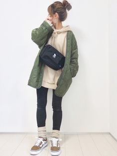 Korean Fashion Tomboy, Winter Flats, Vetement Fashion, Weekend Outfit, Casual Street Style, Fall Winter Outfits, What To Wear, Rain Jacket, Cool Outfits